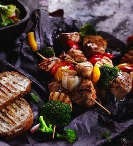 Grilované špízy s kuracím mäsom a so zeleninou