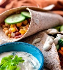 Ľahká zeleninová tortilla s jogurtovou zálievkou